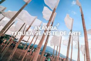 Akamba, Tequila se viste de arte